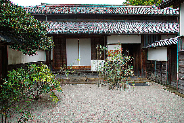 yakumohouse_entrance.jpg