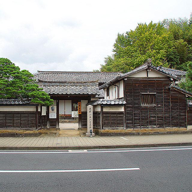 yakumohouse_facade.jpg