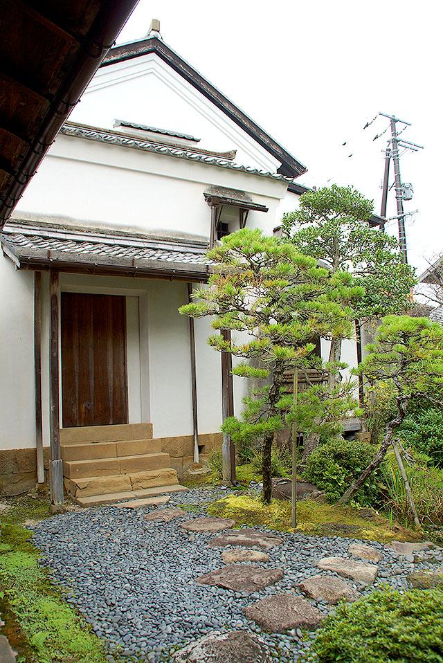 yakumohouse_garden_nortjh.jpg