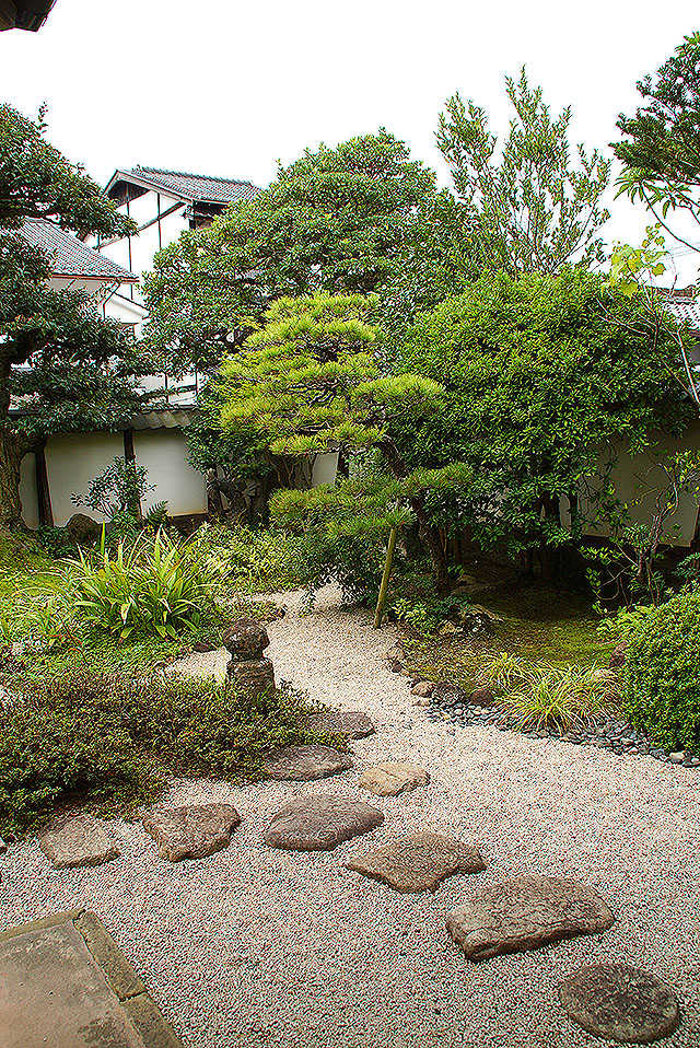 yakumohouse_garden_south.jpg