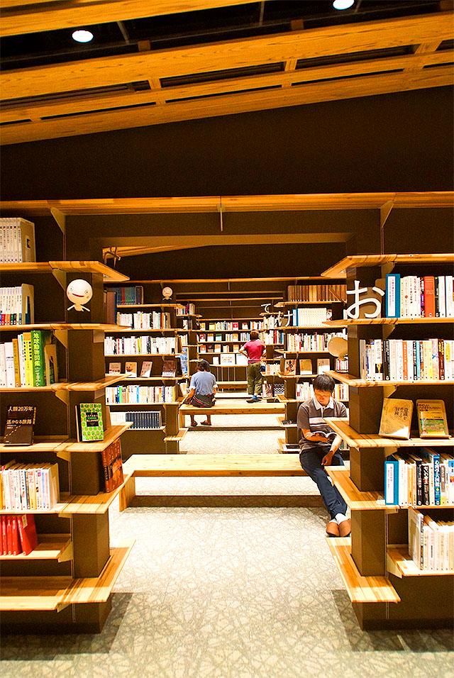 yusuharalib_bookshelf.jpg