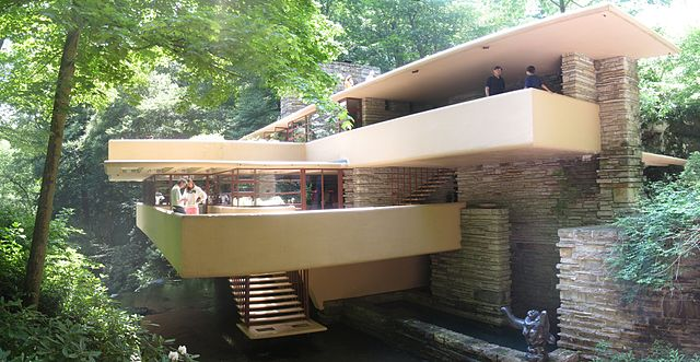 640px-Fallingwater_from_bridge.jpg