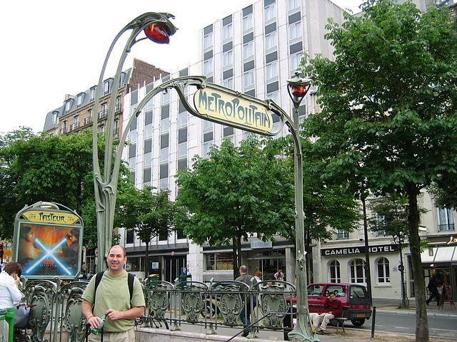 640px-Hector_Guimard_Entrance_Pasteur_Paris_Metro.jpg