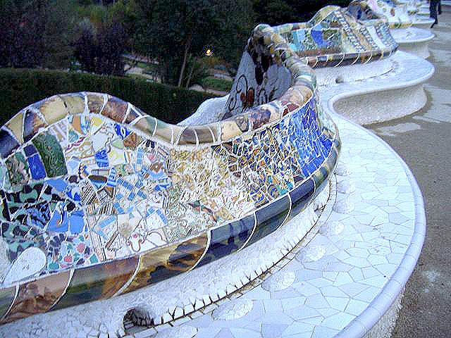 640px-Mosaics_on_the_bench.jpeg