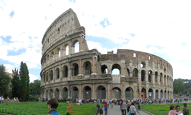 640px-Panorama_outside_of_Colosseum.jpg
