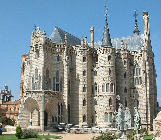 691px-Palacio_episcopal_de_Astorga.JPG