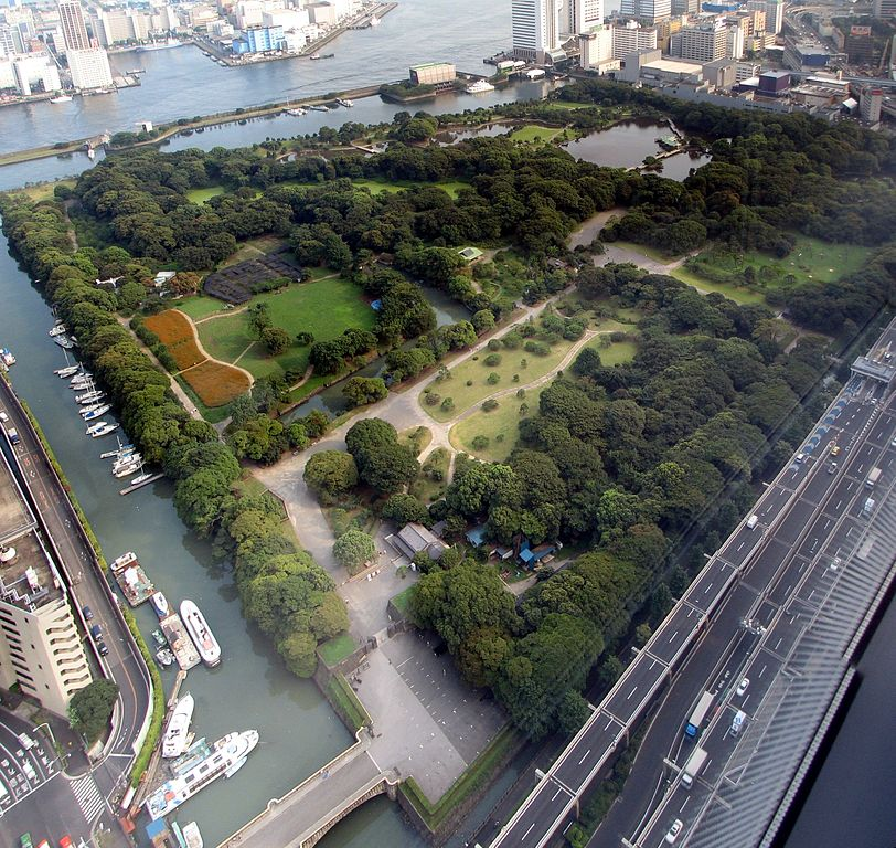 812px-Hamarikyu_Garden_as_seen_from_Shiodome.jpg