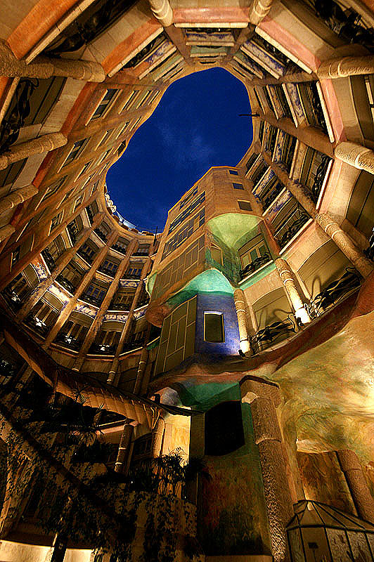 Casa_mila_atrium.jpg
