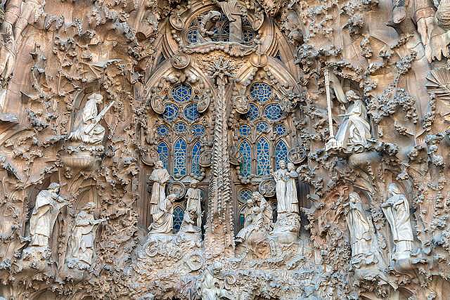 Die_Geburtsfassade_der_Sagrada_Familia_im_Detail.jpg