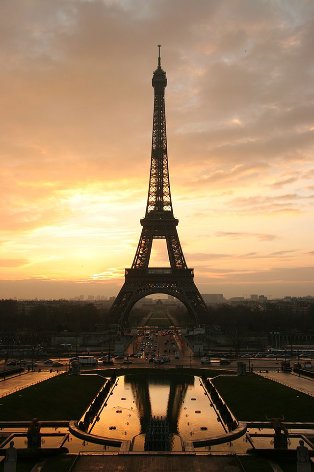Tour_eiffel_at_sunrise_from_the_trocadero.jpg