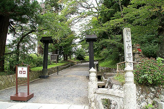 chusonji_gate.jpg