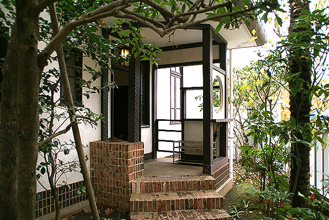 edotokyotatemonoen_w9_koidehouse_entrance.jpg