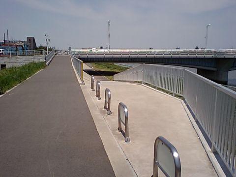 gm_bridge_through.jpg