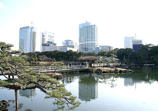 hamarikyu_pond.jpg