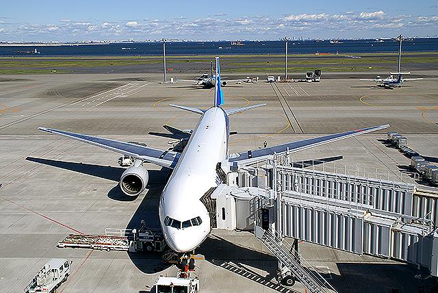 haneda_airport_ana.jpg
