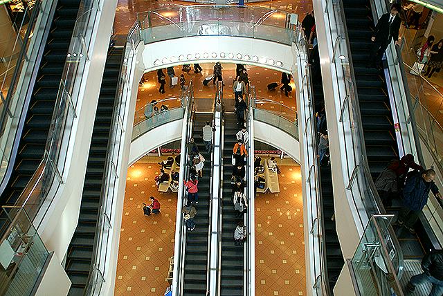 haneda_airport_terminal2_escalator.jpg