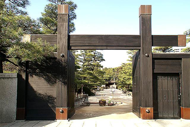 hiroshima_shukkeien_gate.jpg