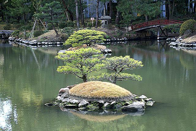 hiroshima_shukkeien_island.jpg