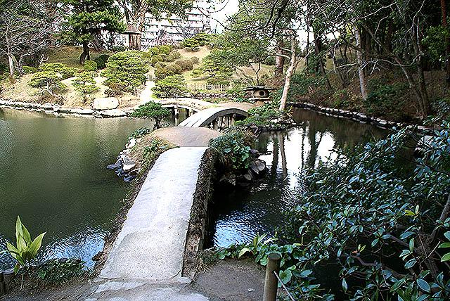 hiroshima_shukkeien_threebridge.jpg