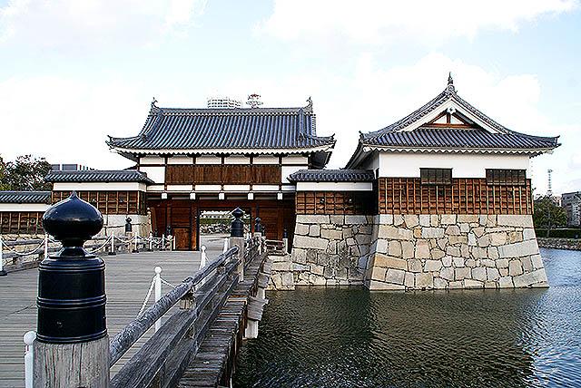 hiroshimajo_entrancegate.jpg