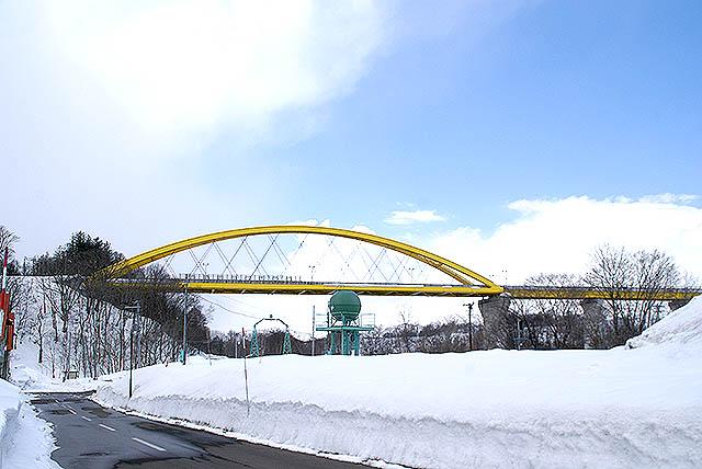 hokkaido_niseko_yellowbridge1.jpg