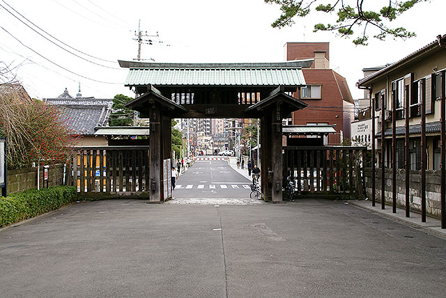 ikegami_gate.jpg