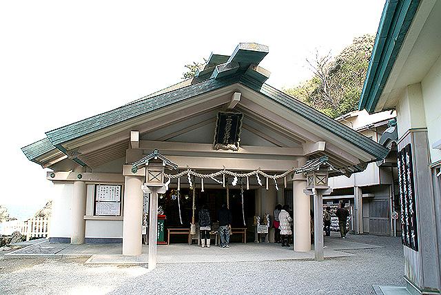 ise_meotoiwa_temple.jpg