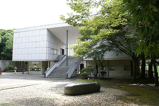 kamakuramuseum_facade.jpg