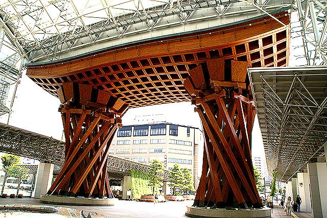 kanazawa_st_torii2.jpg