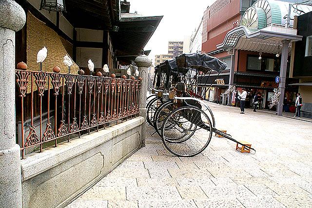 matsuyama_dogoonsen_jinrikisha1.jpg