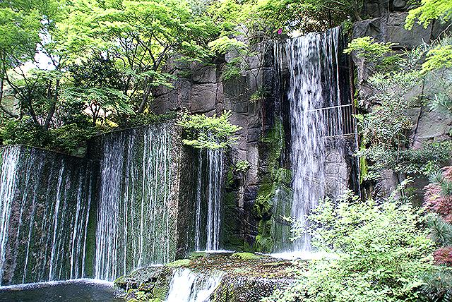 megurogajoen_waterfall.jpg
