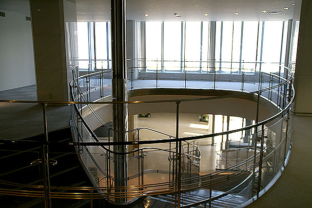 megurokuyakusho_stair5.jpg