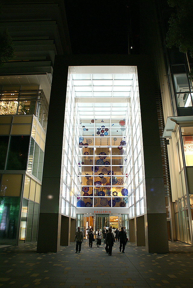 midtown_night_glleria_entrance.jpg