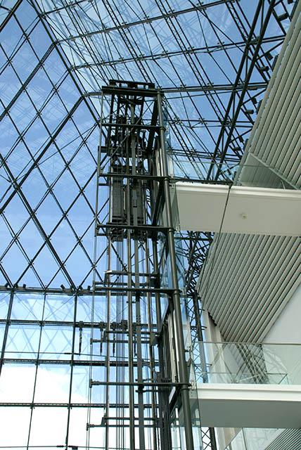 moerenuma_glasspylamid_elevator.jpg