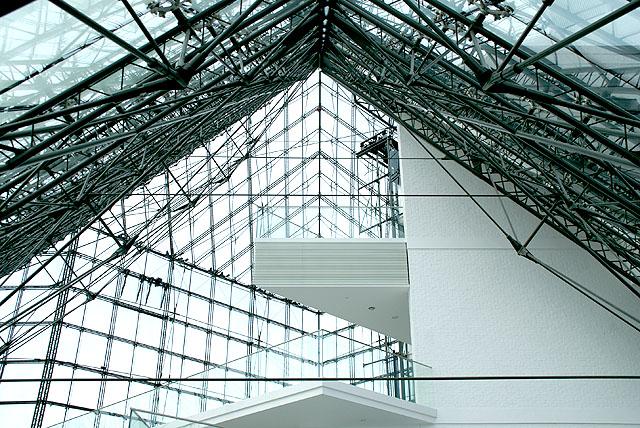 moerenuma_glasspylamid_roof.jpg