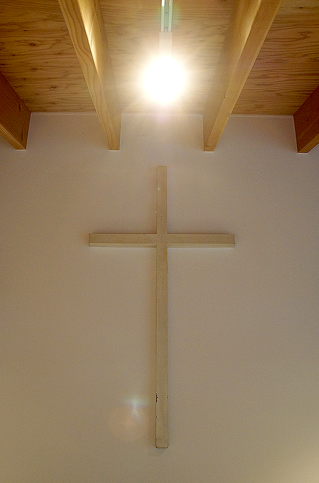 naoshimachurch_cross.jpg