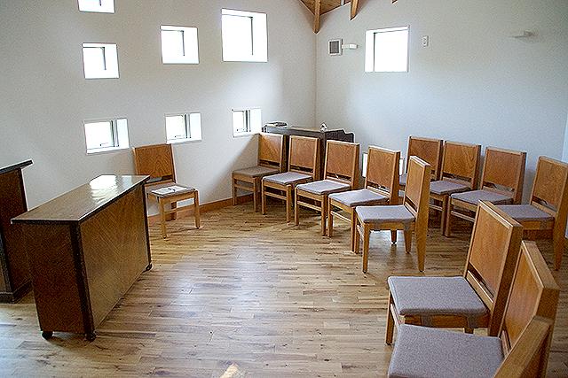 naoshimachurch_seat.jpg
