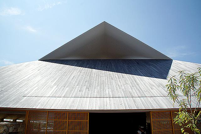 naoshimahall_roof.jpg