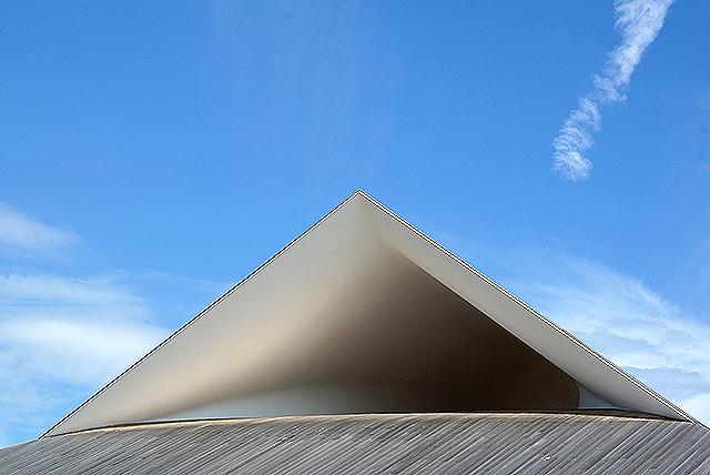 naoshimahall_roof2.jpg