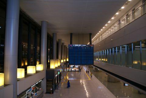 narita_airport1_arrivalloby.jpg