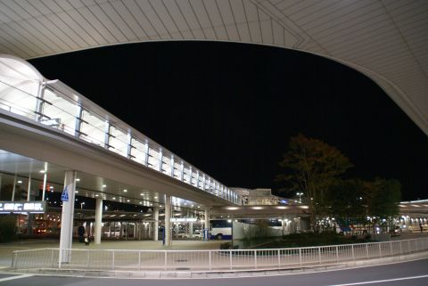 narita_airport1_outside.jpg