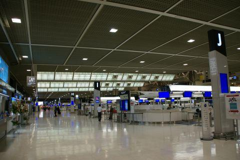 narita_airport2_deparureloby.jpg