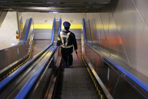 narita_airport2_guardman2.jpg