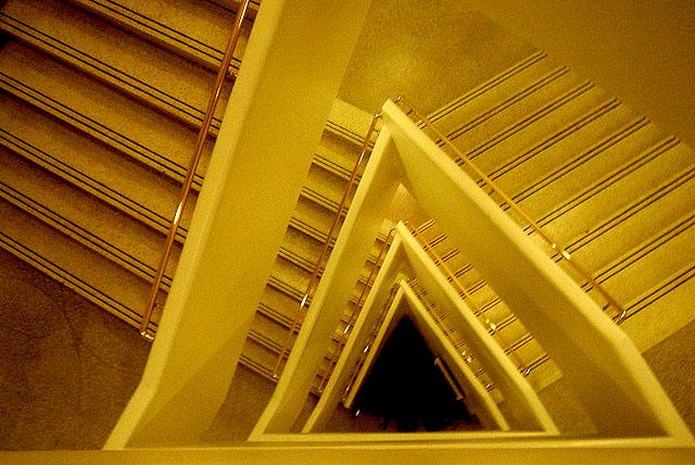ny_guggenheim_trianglestair.jpg