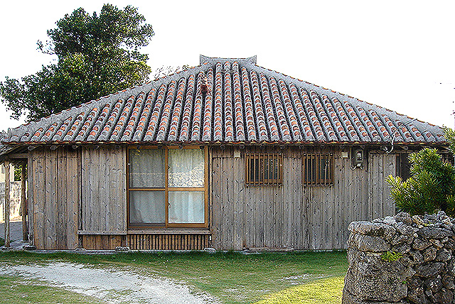 okinawa_traditionalhouse.jpg