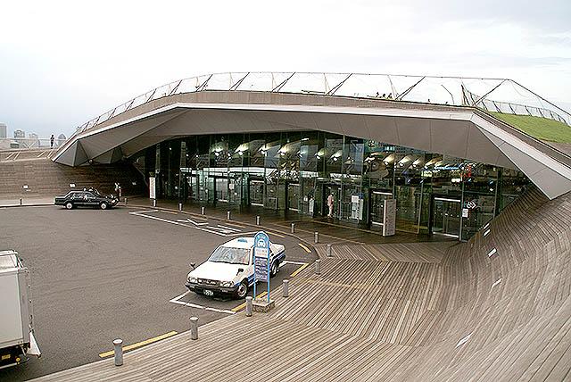 oosanbashi_lobby_entrance.jpg