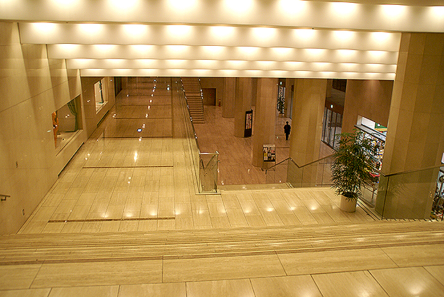 operacity_lobby2.jpg