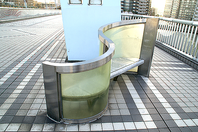 shinonome_bridge_bench.jpg