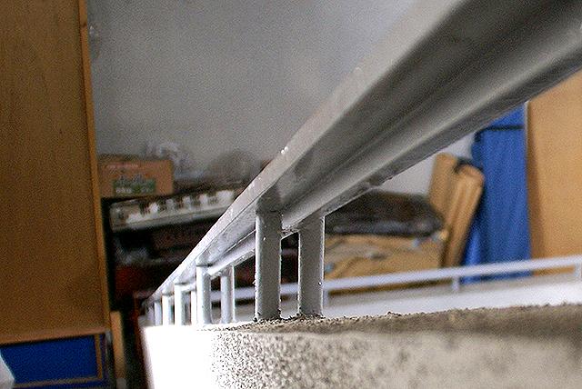 shks_in_handrail.jpg