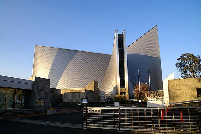 tokyo_catedral_facade_left.jpg